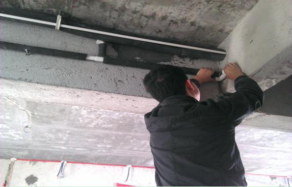 水电施工参考流程:   1、开槽   根据装修设计图纸及房型结